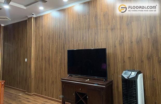 Sàn gỗ công nghiệp được biết đến là vật liệu đa năng cho vị trí mảng tường trở nên nổi bật